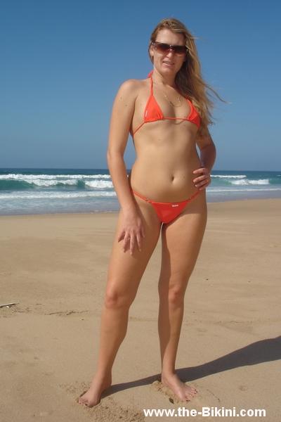 фото на пляже частное в микро бугалтершу она